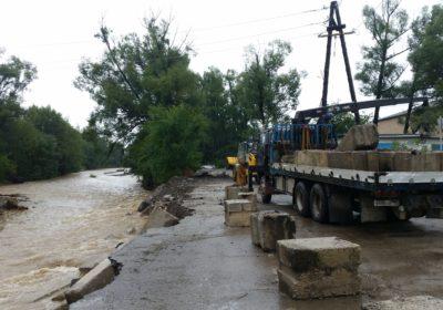 В Кавалерово проводятся работы по восстановлению дороги на улице Комсомольская